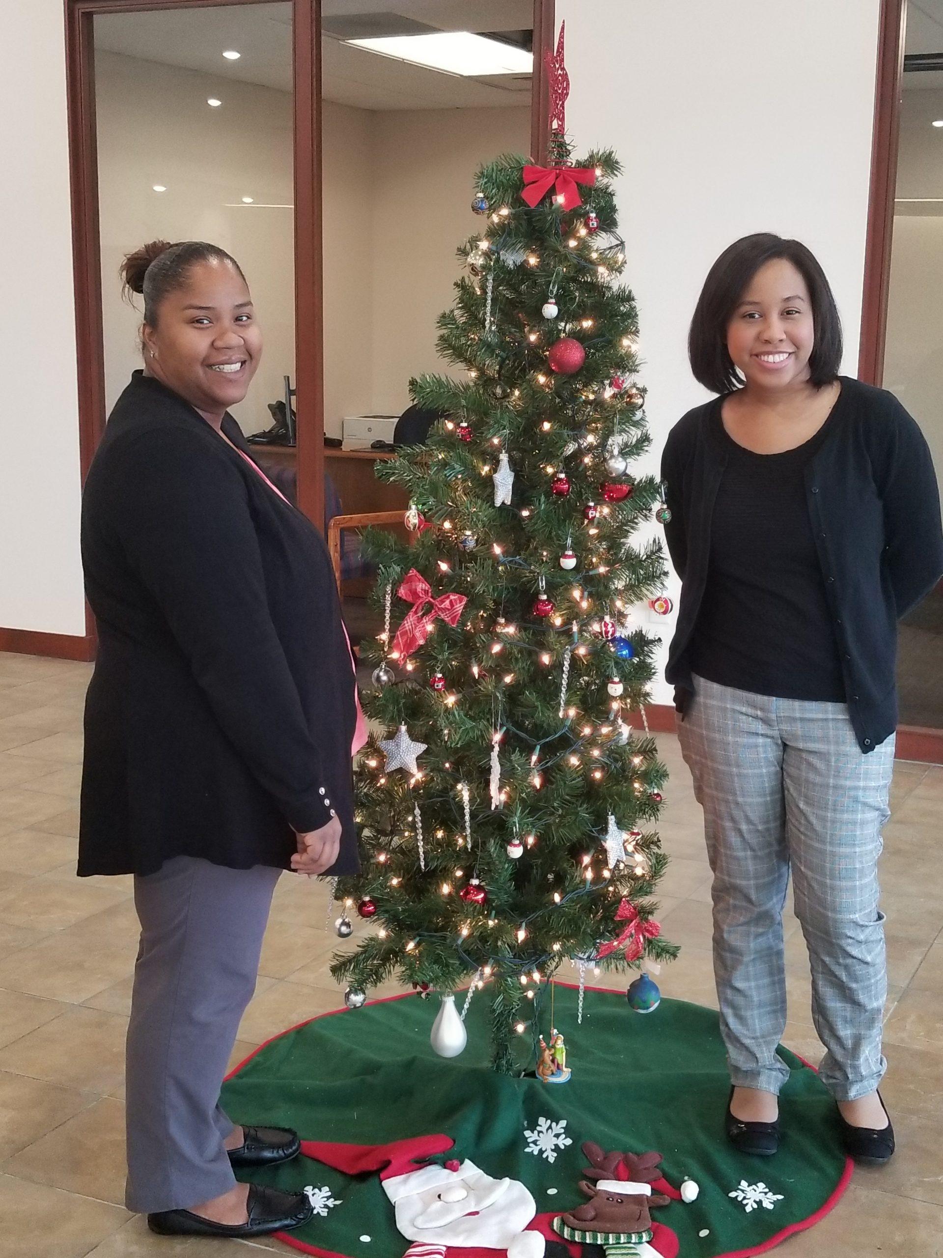 12-04-2018 Yani & Mayra - Marion Oaks Branch Christmas Tree
